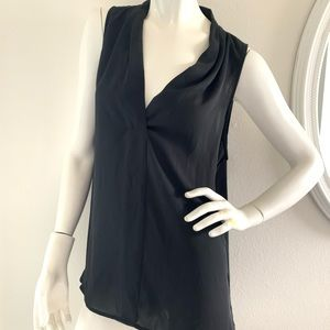 Vince Camuto sleeveless v-neck black blouse L